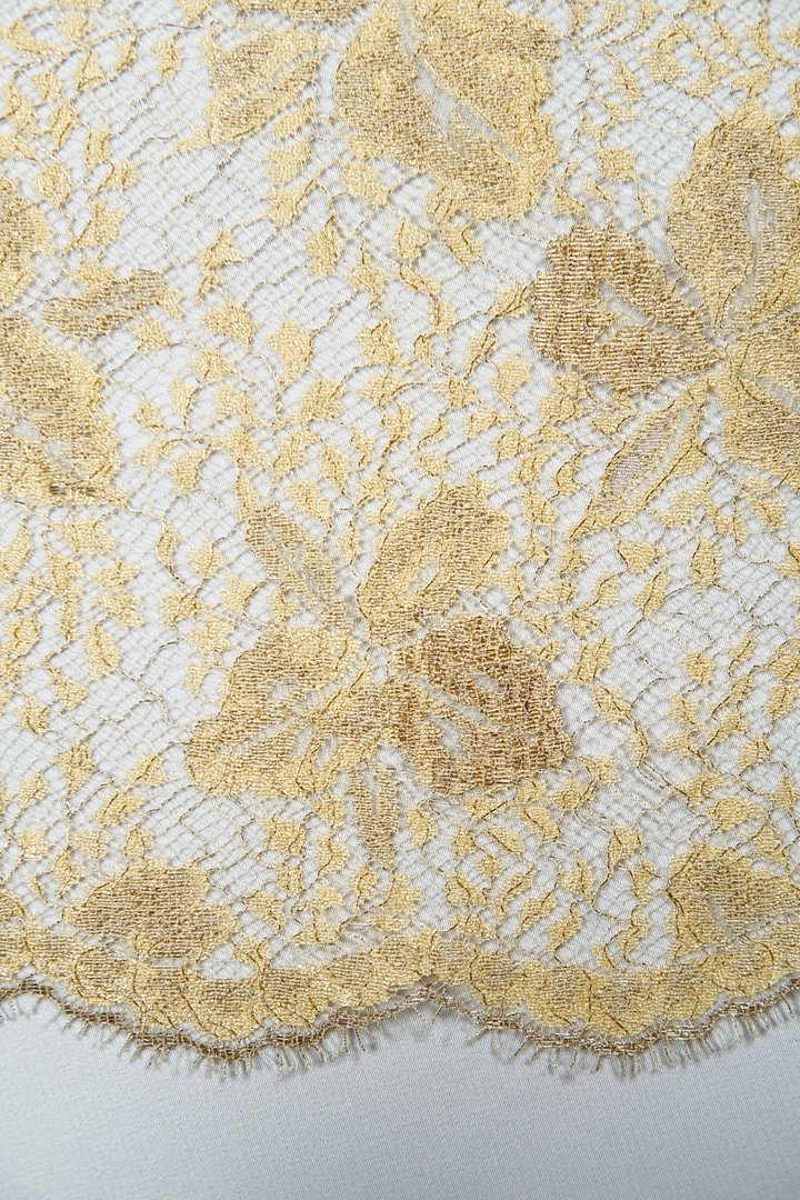 Chantilly lace yellow-gold