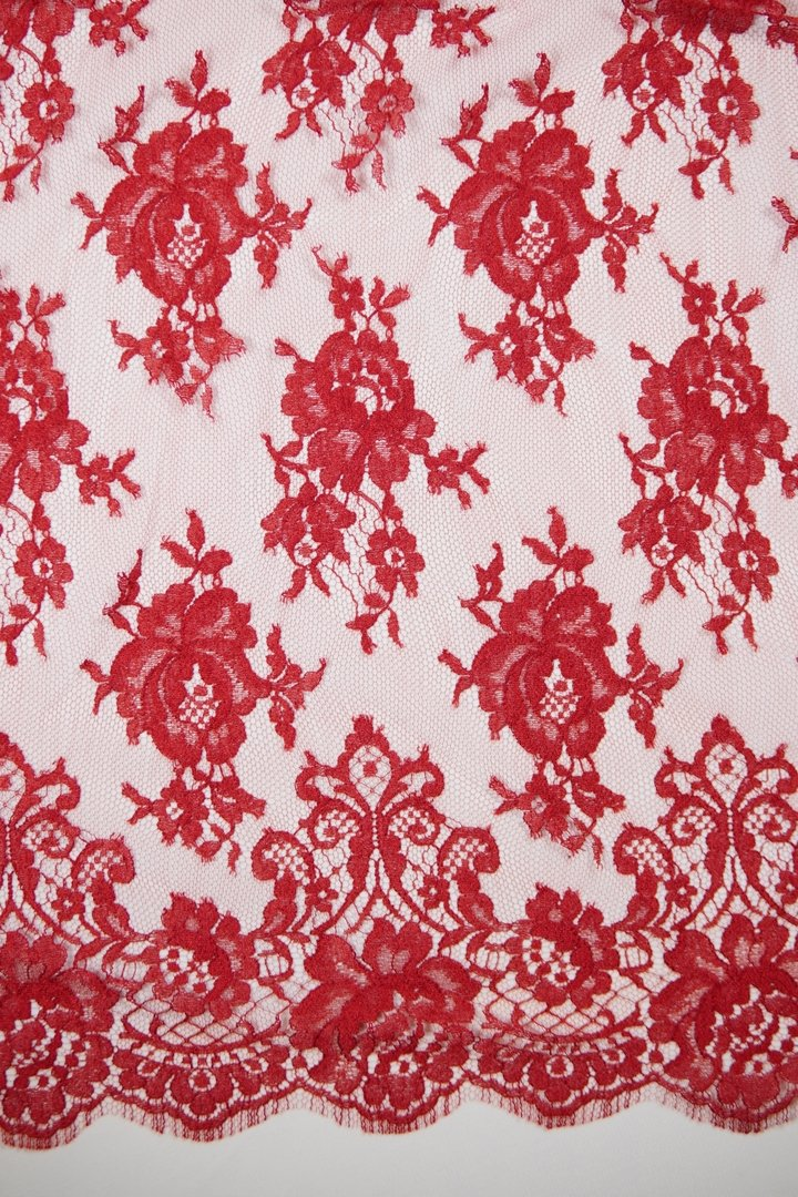 Chantilly lace red