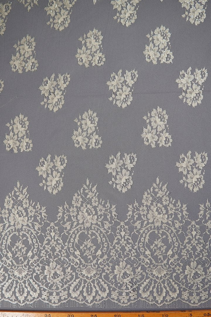 Chantilly lace cream-silver