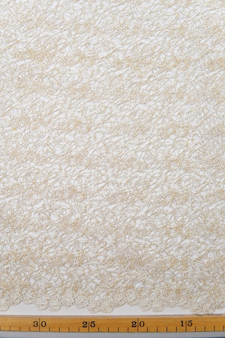 Chantilly lace gold-ivory
