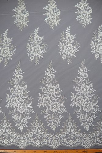 Embroidered tulle white-platinum