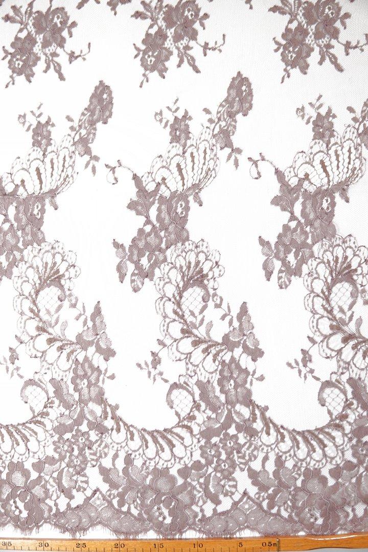 Chantilly lace greige-dusty pink